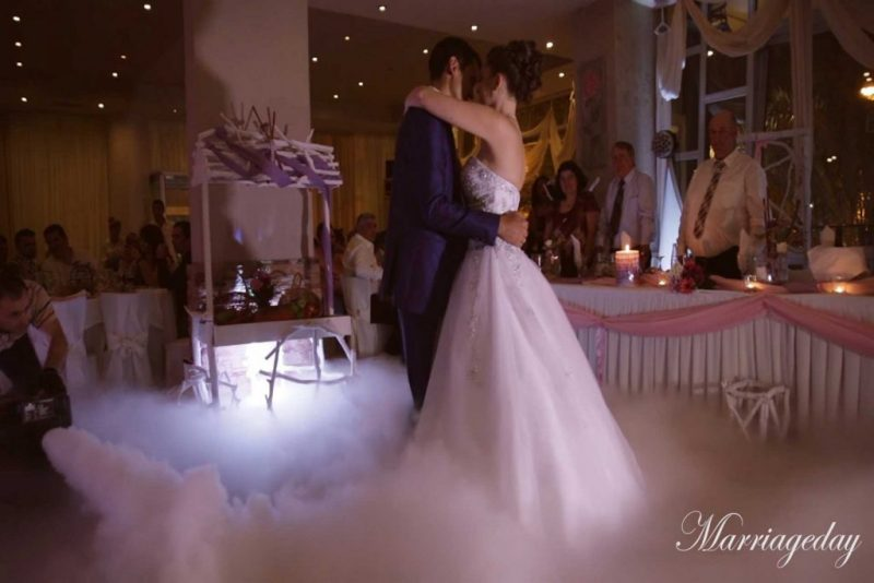 WEDDING DJS IN GREECE SANTORINI MYKONOS DANCE ON CLOUD EFFECT 4