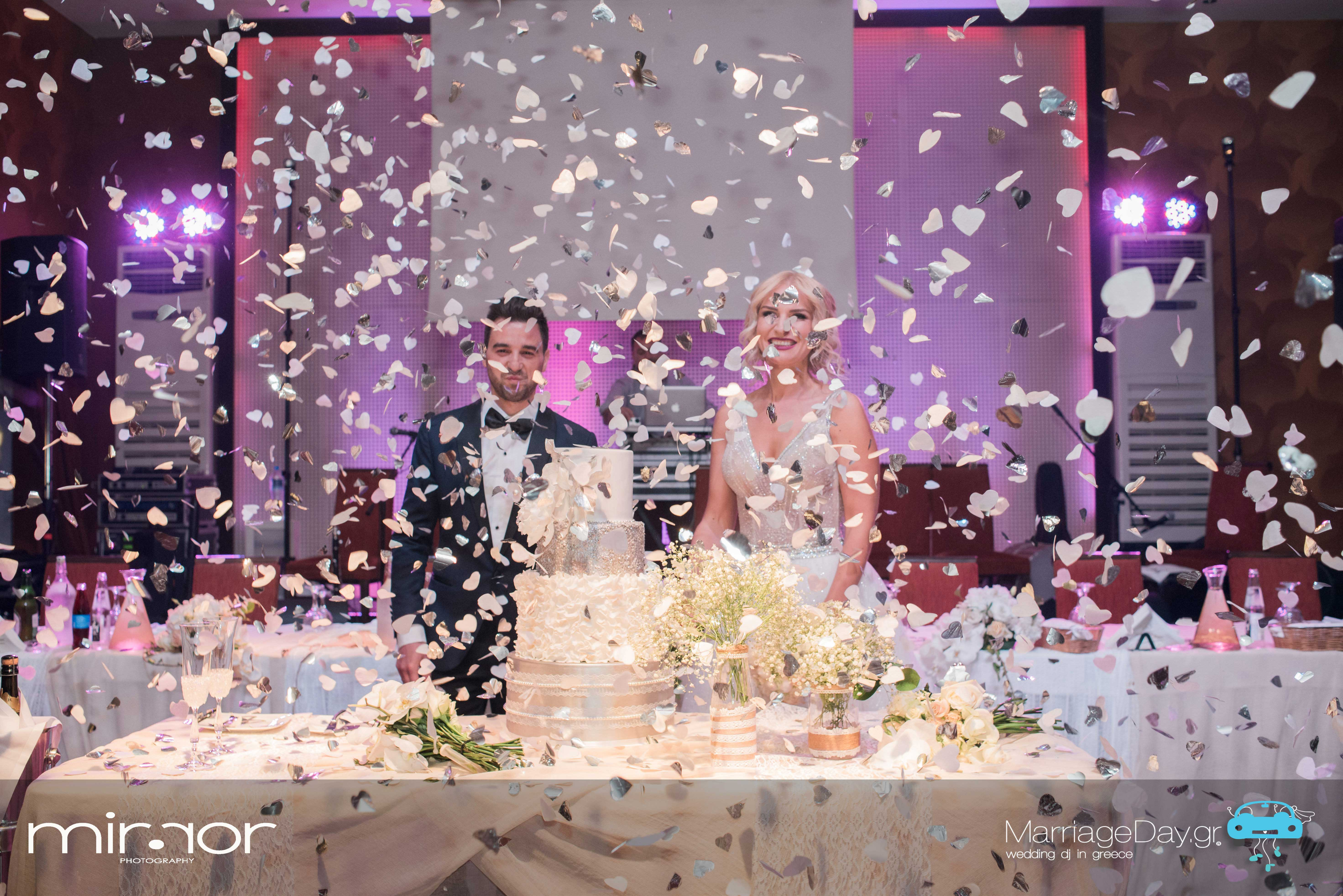 Marriageday.gr | confetti, streamers, rose pedals shots